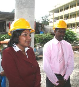hon_vince_henderson_and_official_at_dgs_site_feb_2008.jpg