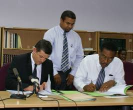 afd-ffem_and_govt_sign_financing_agreement_for_geothermal_november_2008.jpg
