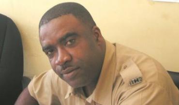 jamaican_cop_wayne_llewelyn