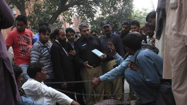 Pregnant Pakistani woman stoned to death by family in front of court  10