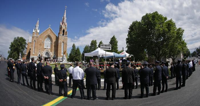 Canadian town remembers deadly train crash one year later 8