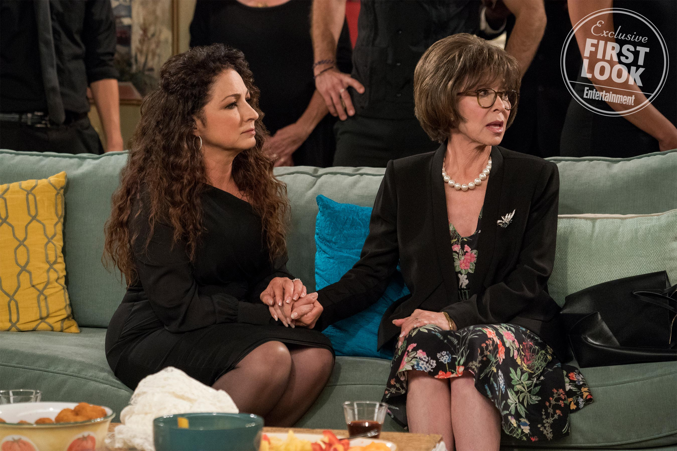 Get your first look at Gloria Estefan on <em>One Day at a Time</em> 4