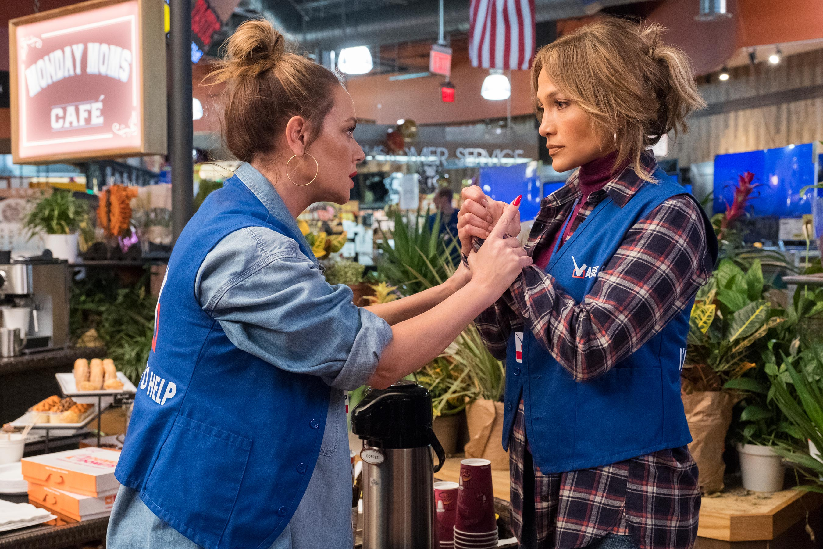 Jennifer Lopez slapped Leah Remini so hard she cried on <em>Second Act</em> set: This is our relationship! 5