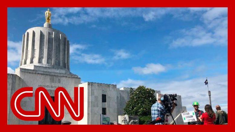Some Oregon GOP state senators flee state rather than vote on climate bill 1